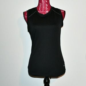 CHAMPION SEMI-FITTED SLEEVELESS TOP EUC